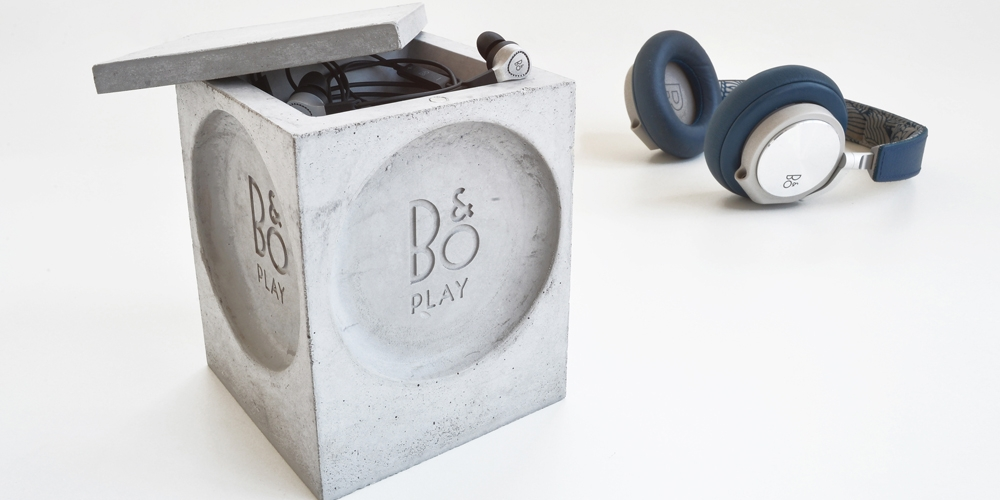 B&O box stand for Headphones